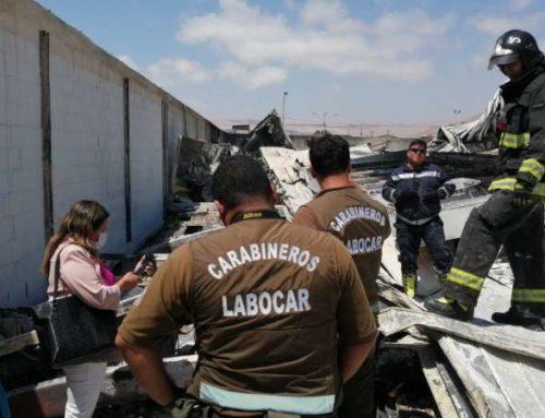 Encuentra cadáver completamente calcinado en Lider de Arica , estaba tapado entre escombros