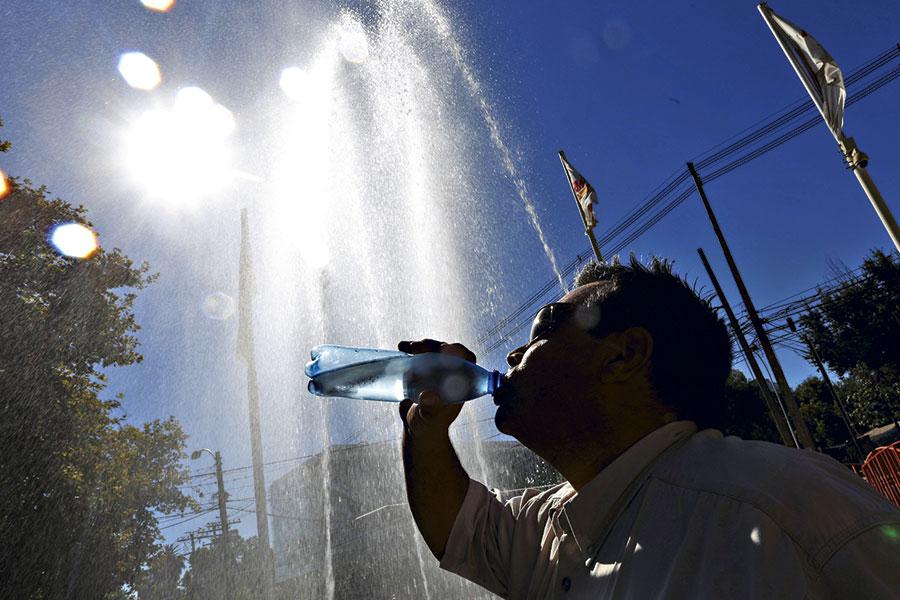 Noticias Chile | Este lunes comienza el verano y expertos anticipan intensas olas de calor entre Santiago y el Bío Bío