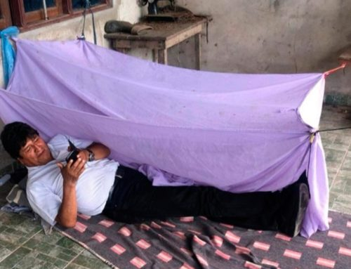 Evo Morales duerme en el suelo , luego de ser sacado de la presidencia