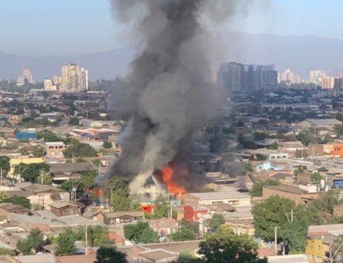 Violento incendio se registra en el centro de Santiago