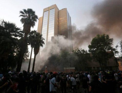 Manifestantes trataron de quemar el hotel Crowne Plaza