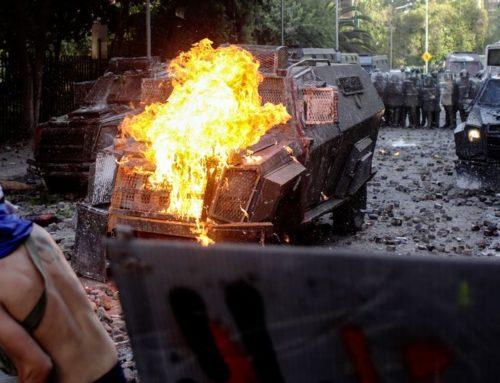 Chileno- Brasileño queda en prisión preventiva luego de lanzar molotov en Plaza Italia