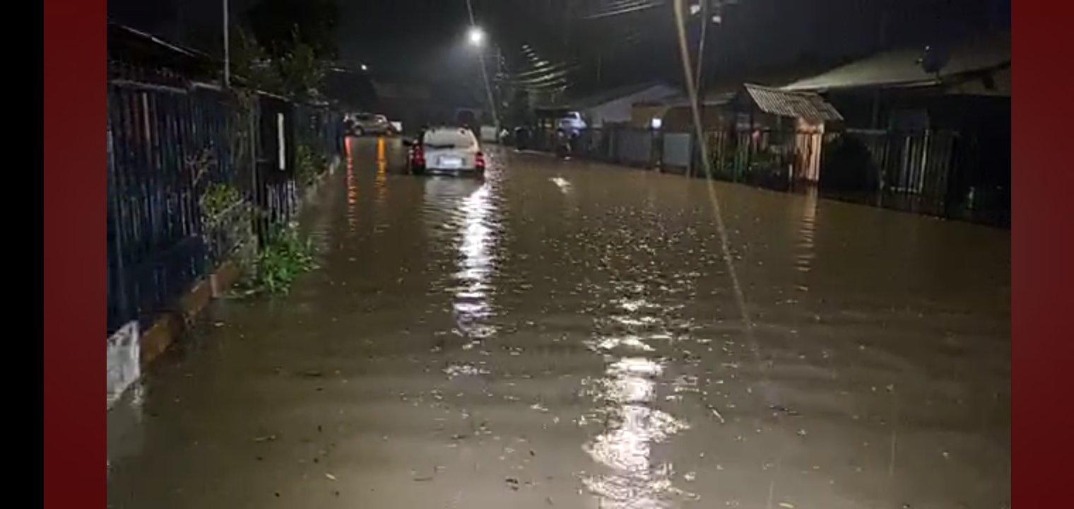 Noticias Chile | Graves inundaciones se registran en Talca , hay viviendas anegadas