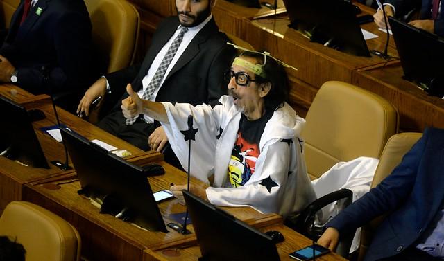 Noticias Chile | Senadores se bajaron el sueldo de 9.349.853 a 7.012.390 y sólo será por un tiempo determinado
