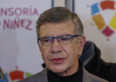 Noticias Chile | Julio César pone en duros aprietos a Joaquín Lavín , lo que obligó a cerrar el contacto en vivo con anticipación