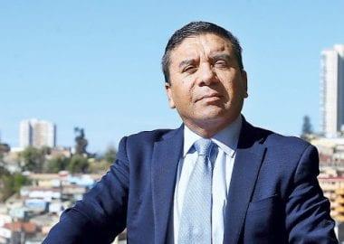 Noticias Chile | Diputado Pedro Velásquez amenazó a mujer con pegarle en plena vía pública