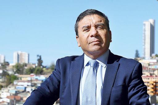 Noticias Chile   Diputado Pedro Velásquez amenazó a mujer con pegarle en plena vía pública