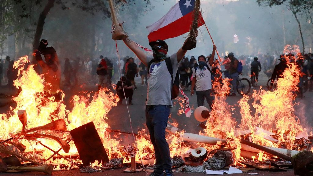 Reportajes | Piñera esta prácticamente derrotado y a punto de provocar un nuevo estallido social 2.0 | INFORMADORCHILE