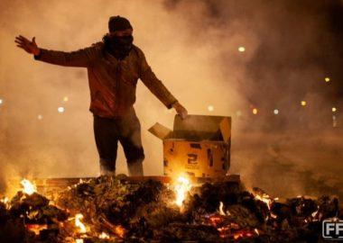 Noticias Chile | Barricadas, saqueos, buses quemados y ataques a Carabineros deja violenta jornada de protestas contra el gobierno de Chile
