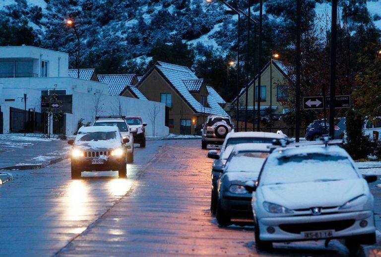 Noticias Chile | Comienza a nevar en Santiago