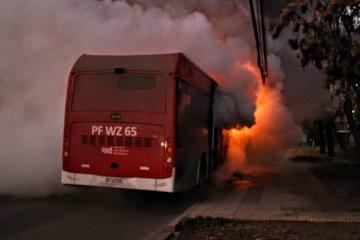 Noticias Chile   Queman primer bus eléctrico en Villa Francia, su costo es de de $400 millones.