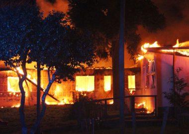 Noticias Chile | Ataque incendiario quema por completo internado rural en Cañete