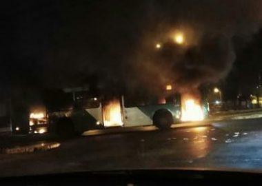 Noticias Chile   Disturbios en Santiago dejan un bus transantiago completamente quemado   INFORMADORCHILE
