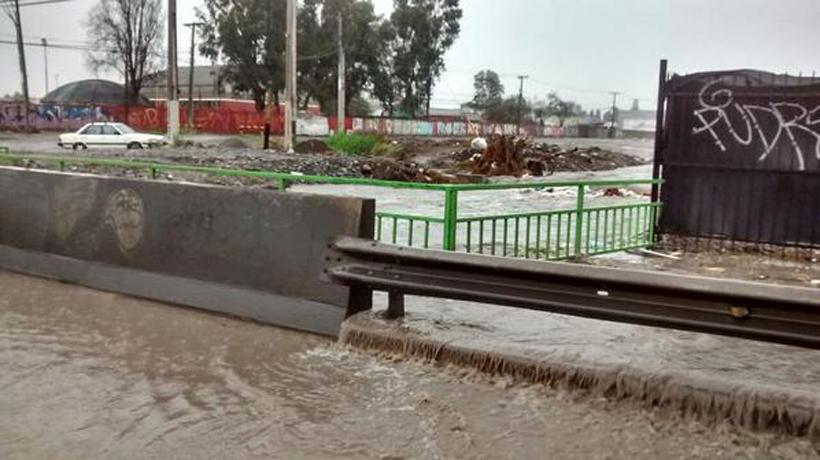 Noticias Chile | Maipú canal Santa Marta a punto de desbordarse