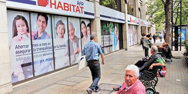 """Noticias Chile   AFP Habitat por retiro del 10 % """"Es un error histórico para los jubilados de Chile y una medida populista"""""""