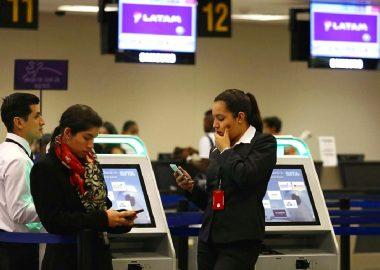 Noticias Chile | Latam baja en un 20 % más los sueldos de 4.500 trabajadores, el que no acepta es desvinculado