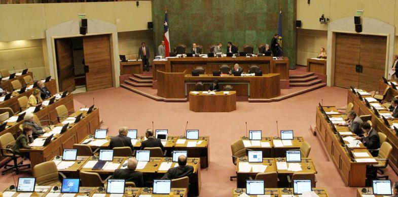 Noticias Chile | La Mesa del Senado decidió suspender el trabajo legislativo debido al estrés, la mayoría de los integrantes tiene sueldos de $10 millones mensuales | INFORMADORCHILE