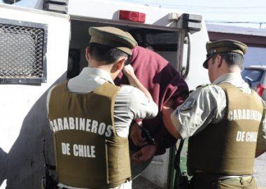 Noticias Chile   Mujer es violada y pide ayuda a Carabineros, pero es detenida por toque de queda