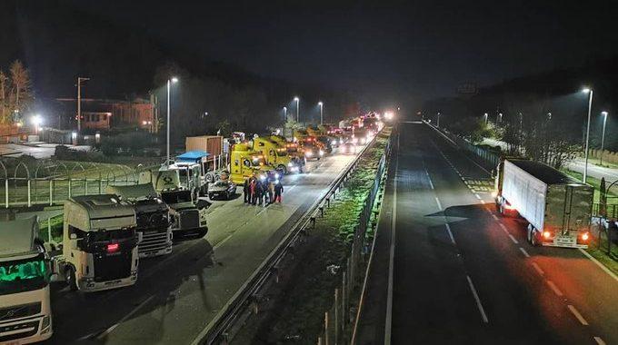 Noticias Chile | Camioneros bloquean pistas de circulación de manera parcial de la ruta 68 | INFORMADORCHILE