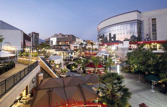 Noticias Chile | Desde hoy pueden abrir los centro comerciales de Nuñoa, Las Condes, Vitacura , La Reina
