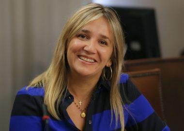 Noticias Chile | Diputada (UDI) María José Hoffmann contrato a su hermano con un sueldo de $5 millones en plena crisis económica | INFORMADORCHILE