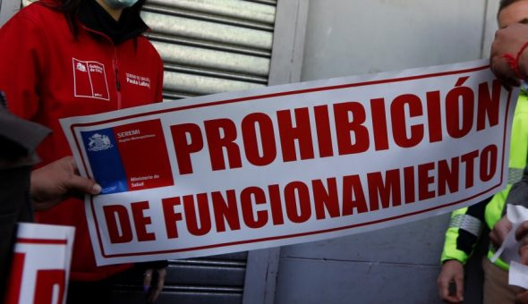 Noticias Chile | Cursan sumario sanitario a restaurante Chino por ocupar los mismos guantes de WC en la cocina