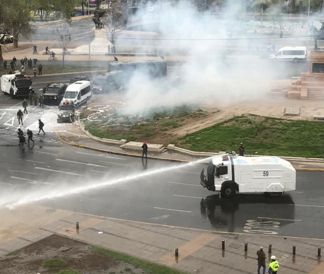 Noticias Chile | Marcha de personal de la salud termina con graves disturbios en Plaza Italia