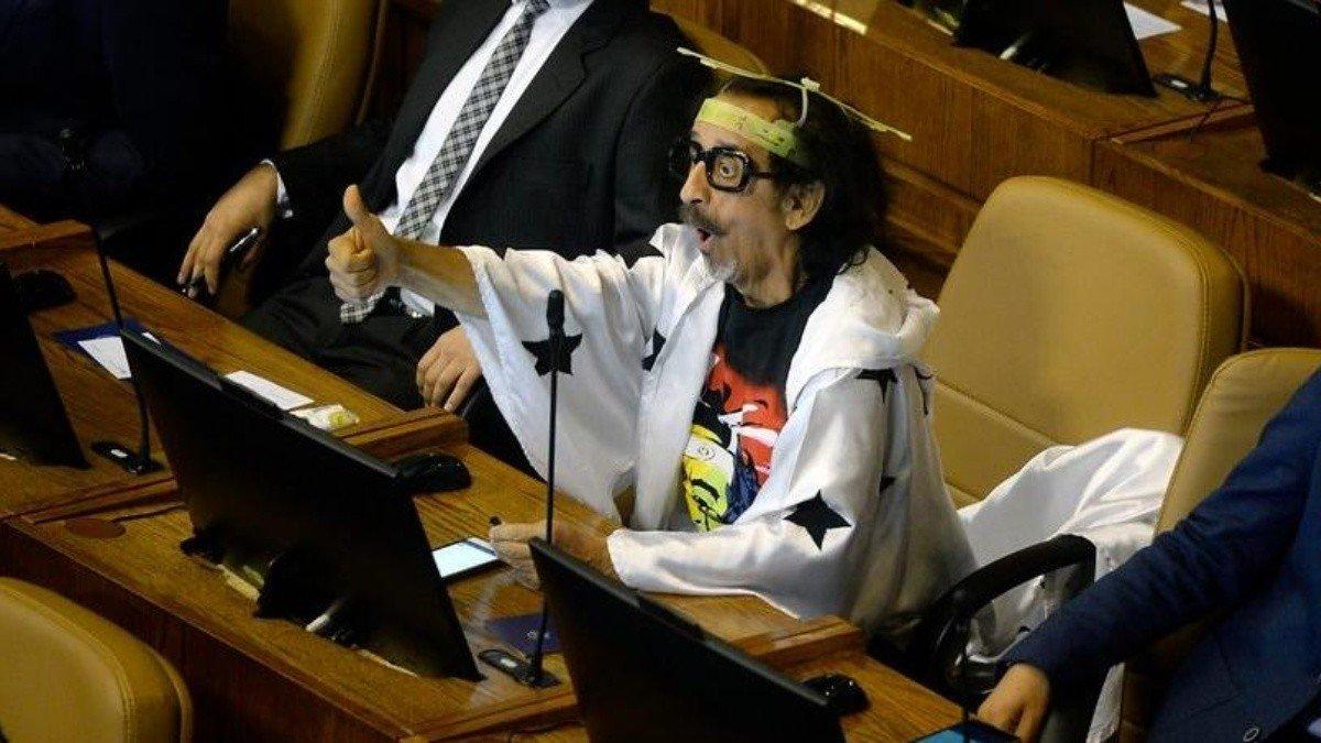 Noticias Chile | Primeras personas intoxicadas por el dióxido de cloro que promueve el diputado de la República Florcita Motuda