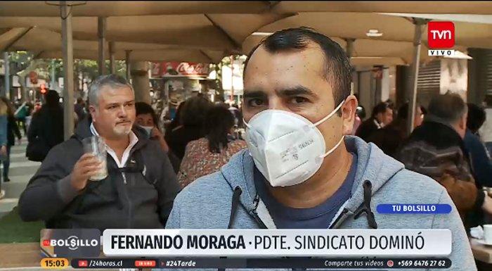 """Noticias Chile   Trabajadores de """"Dominó"""" denuncian que tienen que repartir su propina con los jefes que ganan un millón de pesos"""