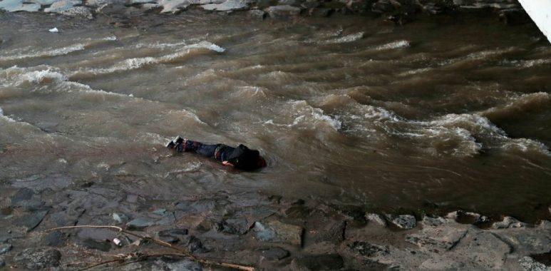 Noticias Chile | Carabineros desmiente versión que un funcionario lanzó a manifestante al río Mapocho
