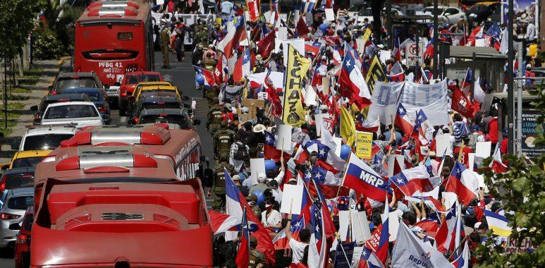 Noticias Chile | Multitudinaria marcha por el rechazo fue escoltada por carabineros
