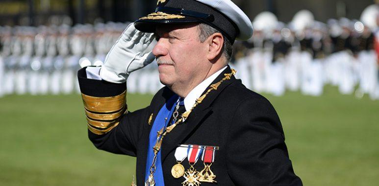 """Noticias Chile   Comandante en Jefe de la Armada: """"Gutiérrez le faltó el respeto a 25 mil uniformados y anuncia acciones legales"""""""