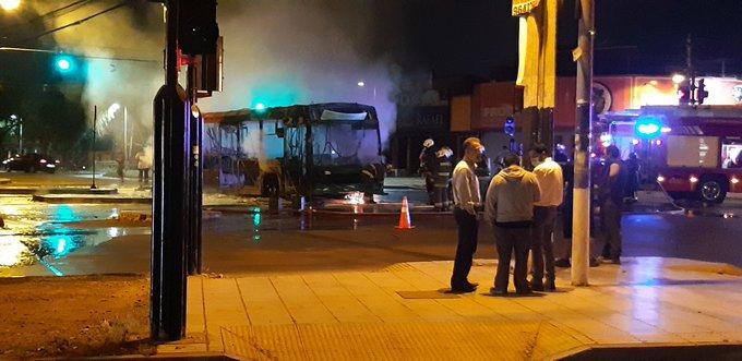 Noticias Chile   Bus del Transantiago se quemó por completo en PAC
