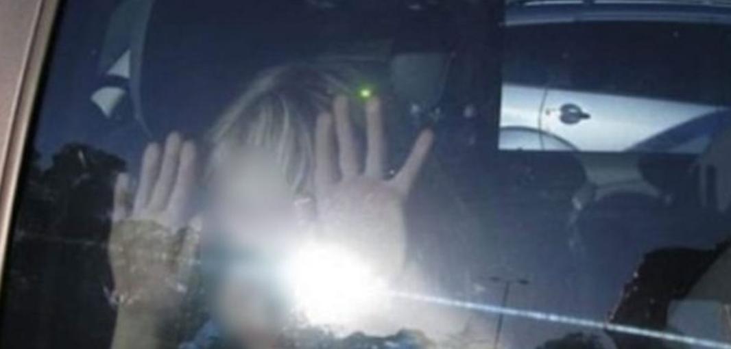 Noticias | Sujeto no quiso romper el vidrio de su auto de lujo, a pesar de que su hija estaba adentro y murió