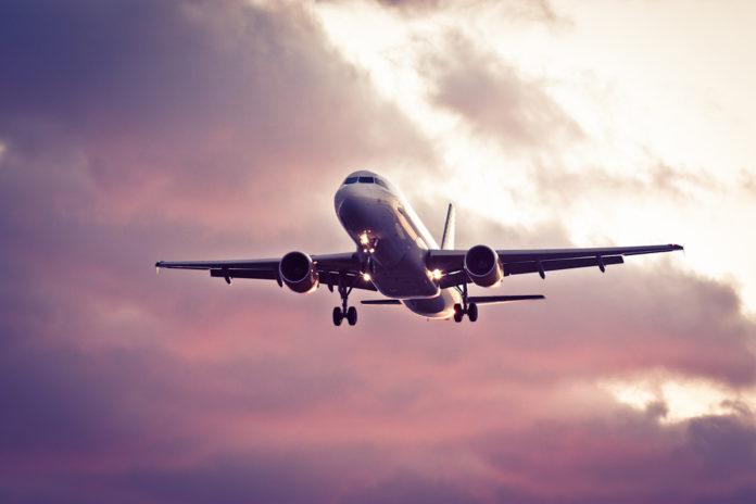 Noticias | Mujer muere de covid-19 en pleno vuelo comercial