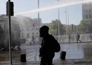 Noticias Chile | Manifestantes se agrupan en la Alameda, para exigir la renuncia del presidente Piñera por indolente
