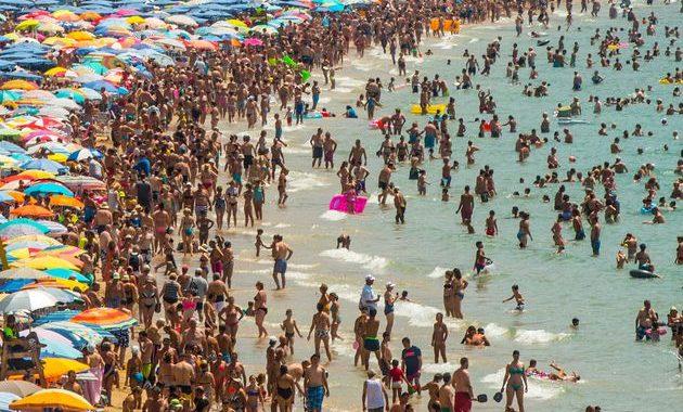 Noticias Chile | Playas colapsaron de personas debido al fin de semana largo