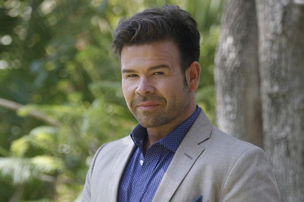 Nacho Gutiérrez denunció que mientras trabajaba en CHV lo obligaron a ser amanerado y caminar como gay