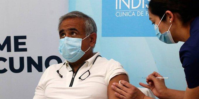 Noticias Chile | Doctor Ugarte recibió la vacuna contra el covid-19 en la Clínica Indisa