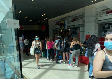Noticias Chile | Malls de Santiago se colapsaron con miles de personas, ante la inminente cuarentena de los fines de semana