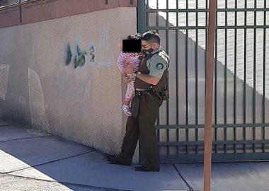 Noticias Chile   Carabineros rescata a menor de edad encerrada en vehículo, madre estaba comprando