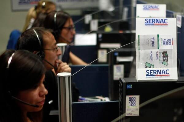Noticias Chile | Presentan proyecto para terminar con las ventas atadas de tarjetas con un descuento en el retail