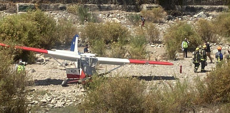 Noticias Chile   Avión de la FACH realizó aterrizaje de emergencia en el río Mapocho por falla de motor