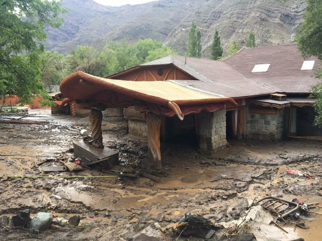 Noticias Chile | Pangal muestra los graves daños en el hotel de su familia en el Cajón del Maipo, producto del aluvión