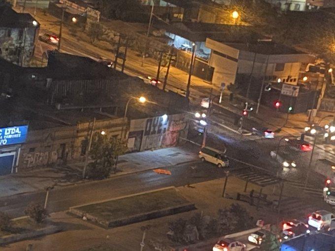 Noticias Chile | Mujer murió tras caer de un auto en movimiento en Santiago: Conductor manejaba en estado de ebriedad