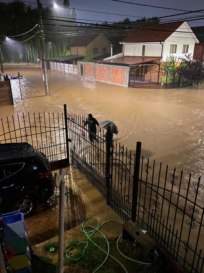 Noticias Chile | Graves inundaciones en Talca por sistema frontal con tormentas eléctricas