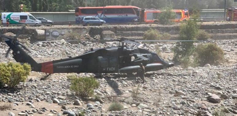 Noticias Chile | Poderoso helicóptero Black Hawk sacó aeronave siniestrada de la FACH desde el río Mapocho