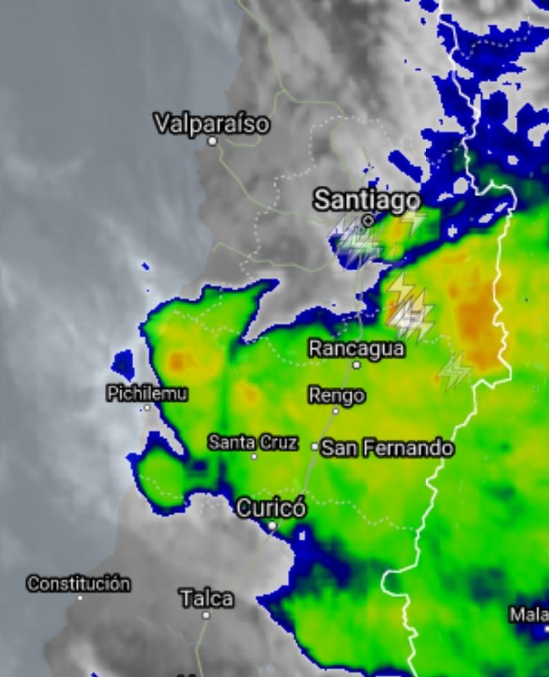 Noticias Chile   Fuertes tormentas eléctricas dejan inundaciones y cortes de energía en Santiago