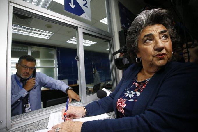"""Noticias Chile   Vecino de Viña indignado con Virginia Reginato por desorden en vacunación: """"Me das asco"""""""
