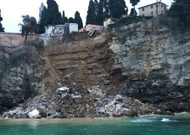 Noticias | Cementerio se derrumba y cientos de cadáveres caen al mar